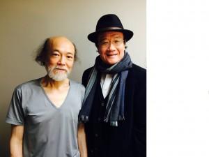 日生劇場の楽屋にて。青山達三さん(左)。