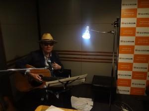 ラジオスタジオからのライブ